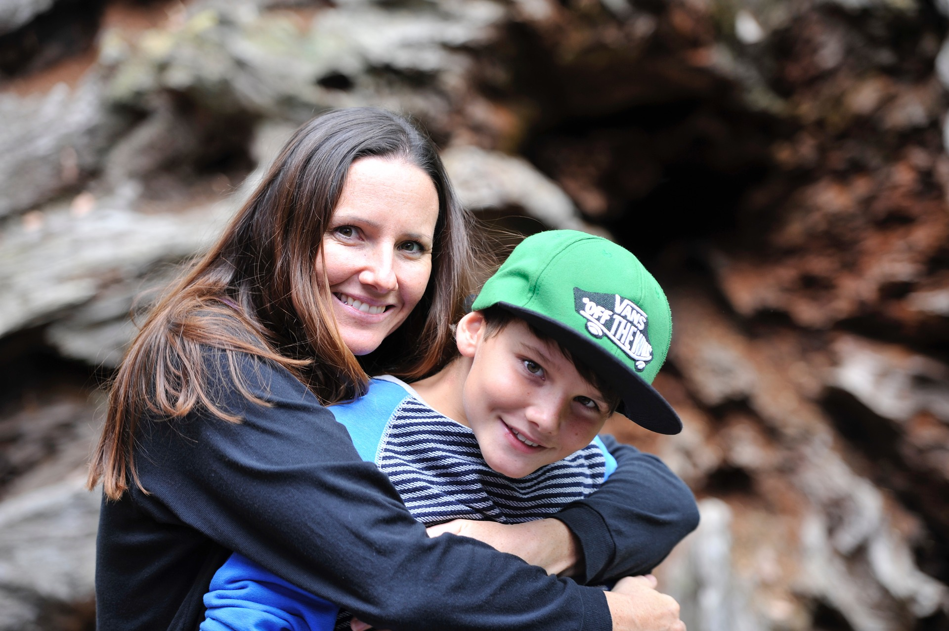 mother-and-son-2404328_1920